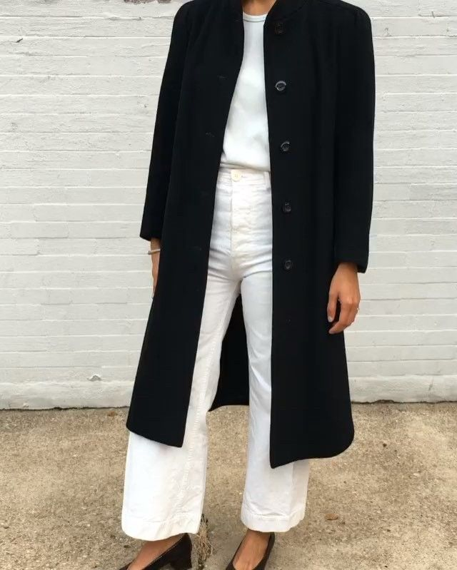 Vintage beautiful 100% wool coat onyx color excellent condition, feminine collar…