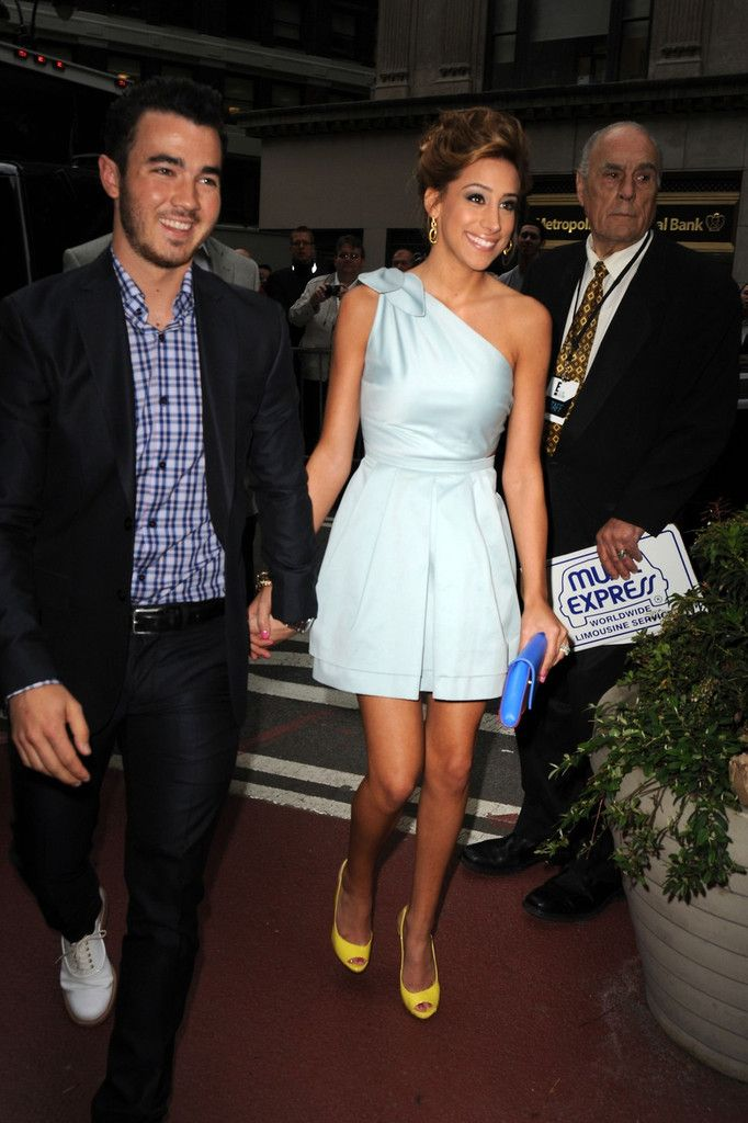 Danielle Jonas Photos: Kevin and Danielle Jonas at the E! Upfront in NYC