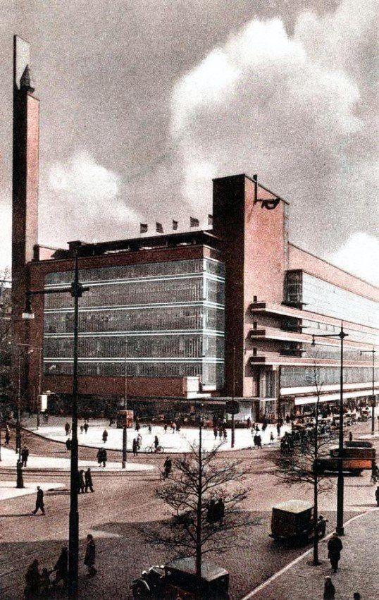 Feestelijke opening 16 oktober 1930, van de oude Bijenkorf hoek Schiedamsedijk en Van Hogendorpsplein.
