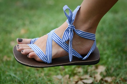 The Nautical strap in the traditional Sseko tie. 50 sandals in one and we aren't exaggerating. Wrap them, strap them, flip flop them. Handmade by recent high school graduates in Uganda who use the money they earn from making the sandals to put them through university. Be as creative with these as your imagination will let you! Don't forget to the buy the base for your strap!