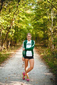 Senior Picture ideas for Girls Sports - Senior Portraits Girl - Senior Girl Pose - Sports pose - Track team