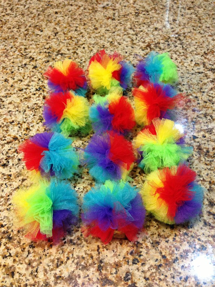 Afro pompom to tie onto water bottles