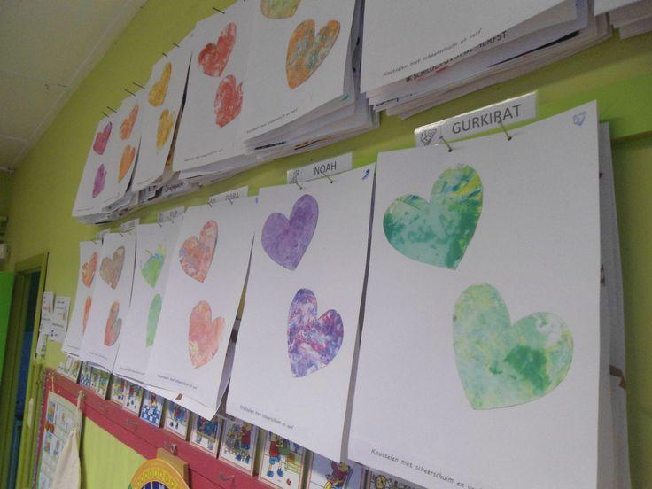 Thema grootouders: afdrukken maken in scheerschuim (opa) en verf.  Idee komt van: http://littlewondersdays.blogspot.be/2011/08/back-to-school-fall-friday-fun.html  Ik heb hen wel de verf laten mengen met lepels. :)