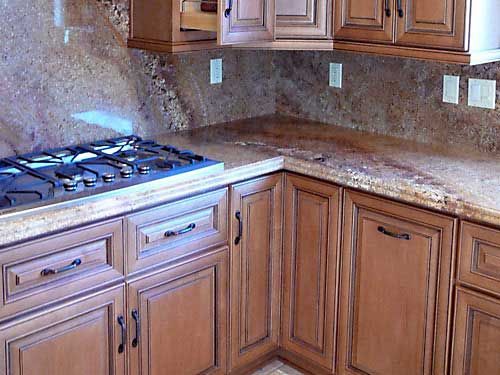 Coffee glazed maple cabinets granite countertop cooktop for Maple slab countertop
