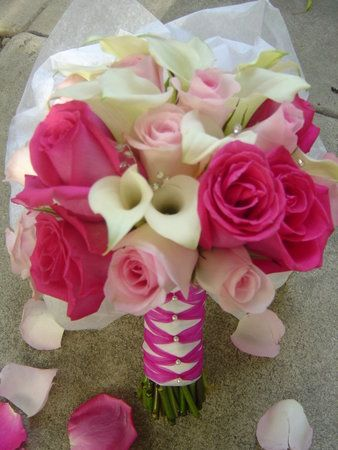 #pinkwedding: Pink Wedding, Pink Roses, Bridal Bouquets, Flowers Bouquets, Calla Lilies, Wedding Flowers, Bridesmaid, Calla Lilly, White Bouquets