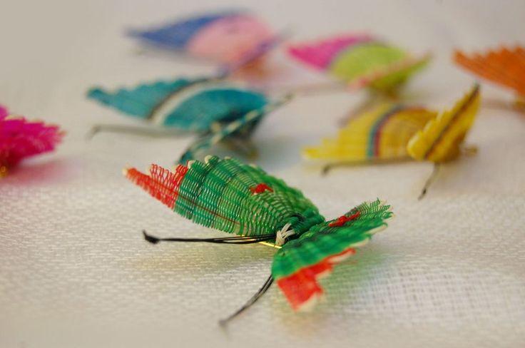 Prendedor mariposa chica crin (pelo de caballo) via SUR Artesanía. Click on the image to see more!