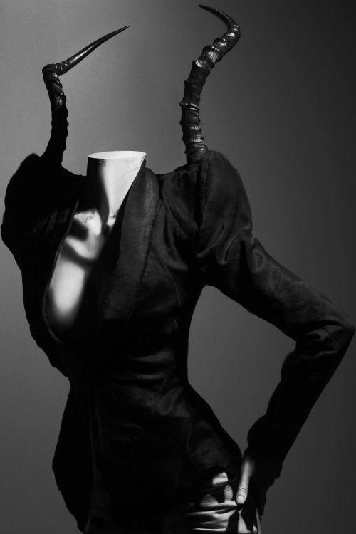 black-white-madness:Madness: Savage Beauty byAlexander McQueen, ph Solve Sundsbo