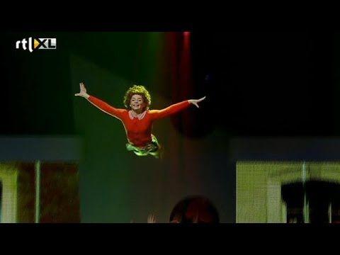 Vliegende 'Annie' spectaculair - HOLLAND'S GOT TALENT Halve finale