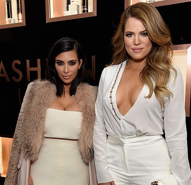 Kim e Khloe Kardashian já enxugaram as medidas graças ao nutricionista (Foto: Getty Images)