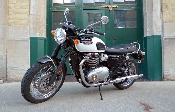 Motorcycle Review: 2016 Triumph BonnevilleT120 | Credit: Neil Vorano