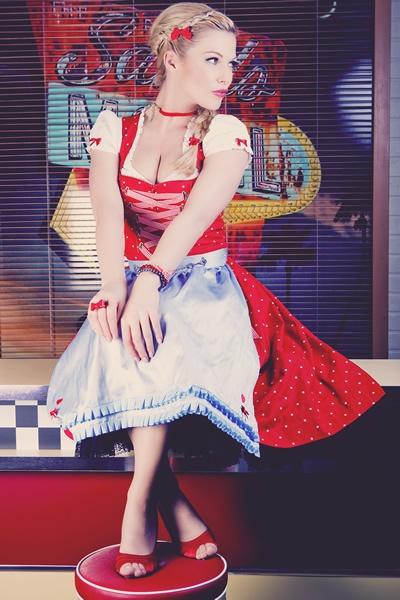 Oh-la-la! Pinup girl dirndl fashion - love! #dirndl #dress #folk #costume #German #clothing #pinup #girl #vintage
