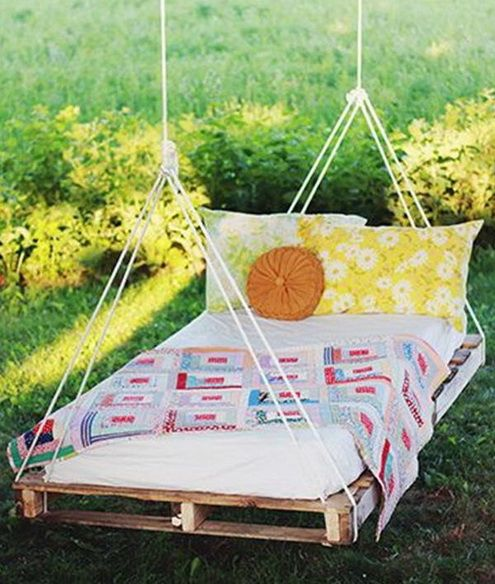 17 best ideas about hanging pallet beds on pinterest diy for Hanging bed construction