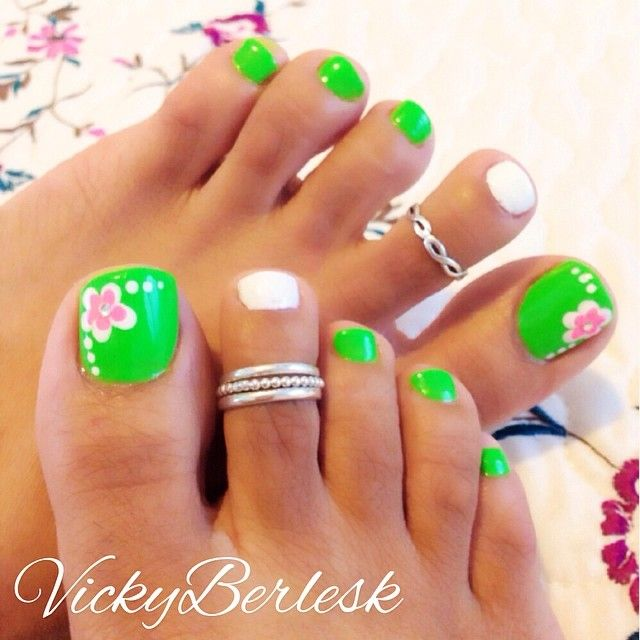 Adorable and fresh looking flower themed toenail art. The toenails are  coated in neon green as base color alternated with matte white polish. - Best 25+ Lime Green Nails Ideas On Pinterest Neon Green Nails