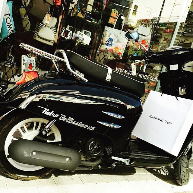 #καλημερα #checkin #vespa #vespalife #vespadesign #vespaclassic #retro #vespalover #shopping @ www.john-andy.com #00302109703888