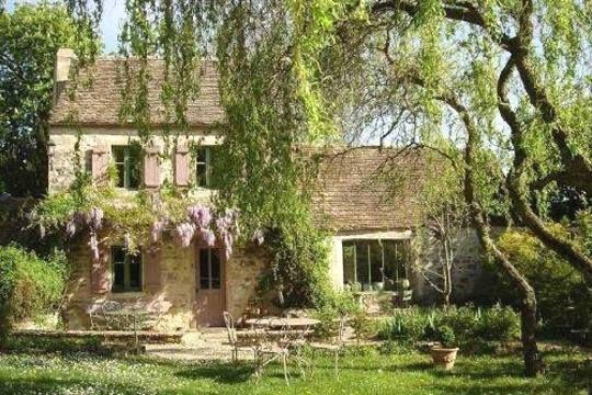 La maison de mes rêves dans l'absolu, ouverte sur la nature, ensoleillée, simple et modeste.