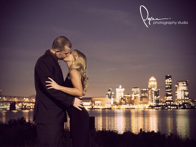 wedding photo with louisville skyline