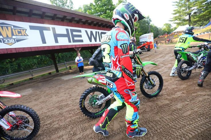 Motos about to get underway at Southwick. Watch first