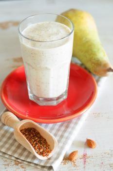 Frullato di pere e semi di lino http://www.gustissimo.it/drink/frappe-e-frullati/frullato-di-pere-e-semi-di-lino.htm