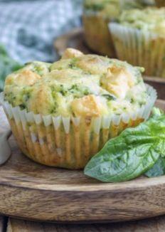 Veggie-Muffins mit Spinat & feta: http://www.gofeminin.de/kochen-backen/herzhafte-muffins-kuchen-s1730599.html                                                                                                                                                                                 Mehr