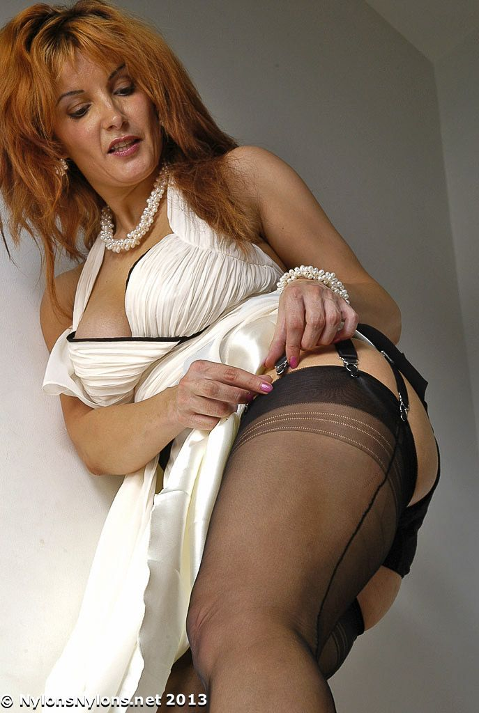 Hotties In Garters And Hose 104