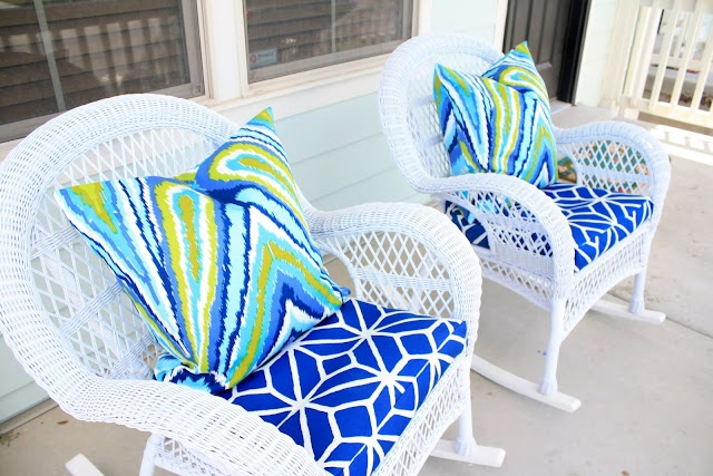 Such great fabrics - love the combo on white chairs!