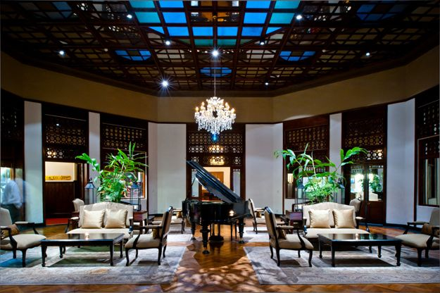 The regal lounge, oozing the elegance and style of Colonial Sri Lanka.