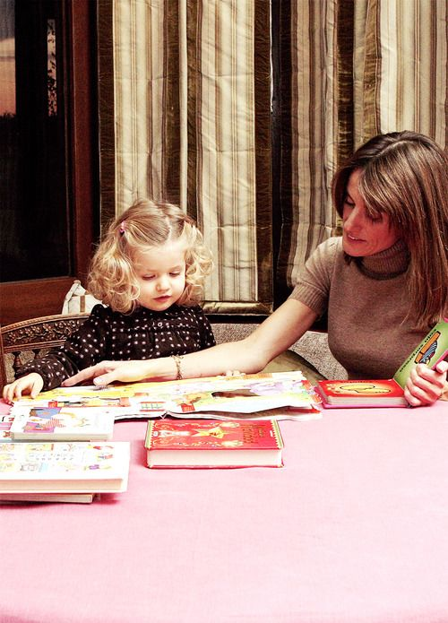 misshonoriaglossop:  Crown Princess Letizia with young Leonor