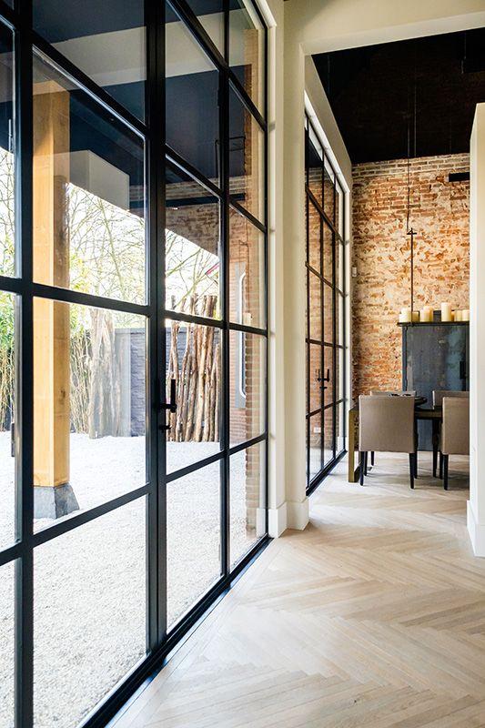 ZWAARTAFELEN I Inspiratie staal, beton en hout I Kun je je voorstellen hoe een tafel van Zwaartafelen hier zou staan ;-) I www.zwaartafelen.nl