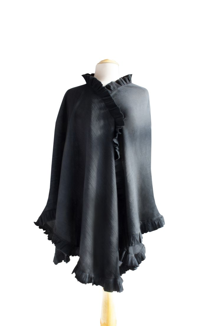 The Bebitza 100% Cotton Breastfeeding Shawl comes in Black and a variety of other colors! Sleek and fashionable, this breastfeeding blanket looks great on any nursing mother.