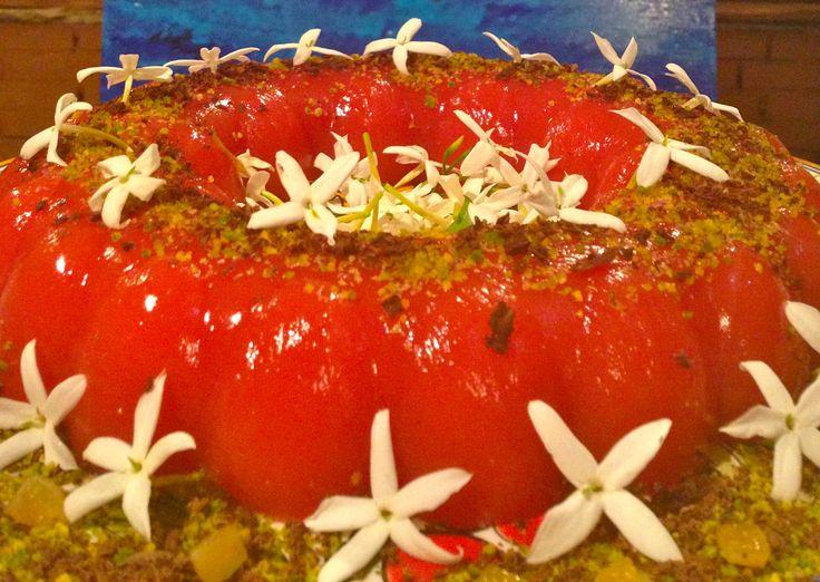 Il GELO DI ANGURIA è un dolce di origine siciliano molto goloso e leggero! Si realizza con il succo di #anguria e viene aromatizzato con i #gelsomini Servito con #granella di #pistacchio e #cioccolato Ecco la #ricetta del #dolce http://www.dolcisenzaburro.it/recipe-items/gelo-di-anguria/ #dolcisenzaburro healthy and light dessert cake sweets
