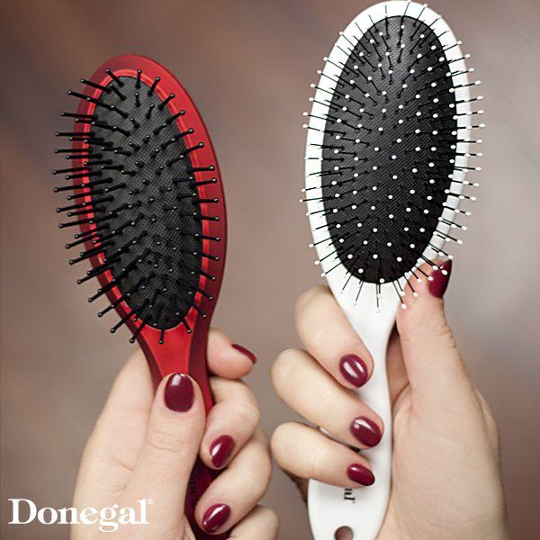 Idealne, lśniące włosy dzięki OOZYBRUSH idealnej do mokrych włosów i BALANCEBRUSH do codziennej stylizacji.