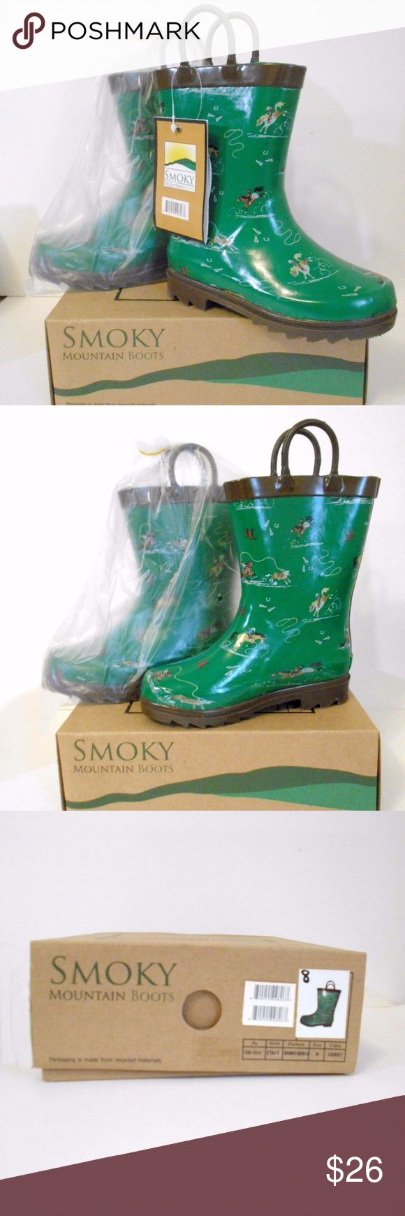 """NEW w/BOX Childs SMOKY MOUNTAIN Green Rubber Boots Smoky Mountain Rubber Boots for Children-Mud Puddles-pattern of Horses and Rodeo Rider.  Sturdy, waterproof, new in box. """"Rodeo Riders"""". Steel shank in boot for extra stability, and extra traction on the soles. Manmade """"Rubber"""" material. not natural. Light padding inside, artist was Lisa Blakeslee. This boot is part of a special collaboration between Smoky Mountain Boots and AWST International.  Photos of Size """"8"""", but you will be sent the…"""