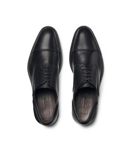 ERMENEGILDO ZEGNASCARPE:         Derby in pelle di vitello con lavorazione a sacchetto per un comfort e una flessibilità ottimali e suola flessibile per una calzatura che s
