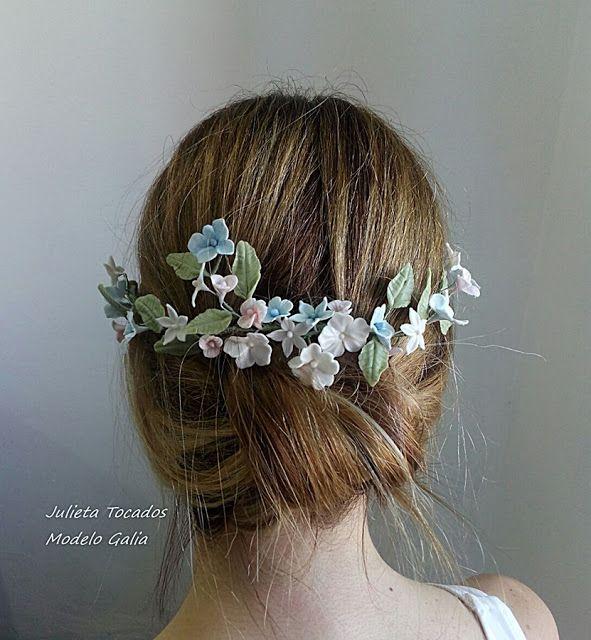 Tiaras y Tocados : Media corona de flores de porcelana en tonos paste...