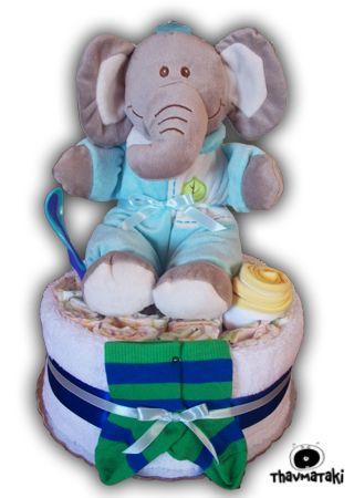 Ο γλυκός ελεφαντάκος ξαναχτυπά! Αυτή τη φορά πάνω σε περίπου 20 πάνες, μια αφράτη πετσετούλα, μια σαλιάρα και ένα κουταλάκι, ένα ζευγάρι καλτσάκια. Τιμή 40€