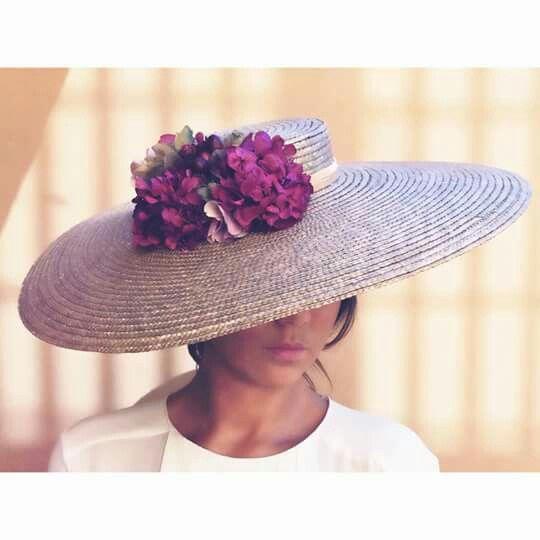 Parce qu'un chapeau de paille, c'est toujours beau #altacostura #peinadosboda #boda #wedding #tocado #tendencias