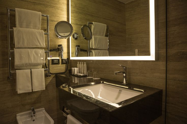 PORTFOLIO: HOTEL CAVOUR: Bathroom; Architectural project of interiors of Premium rooms