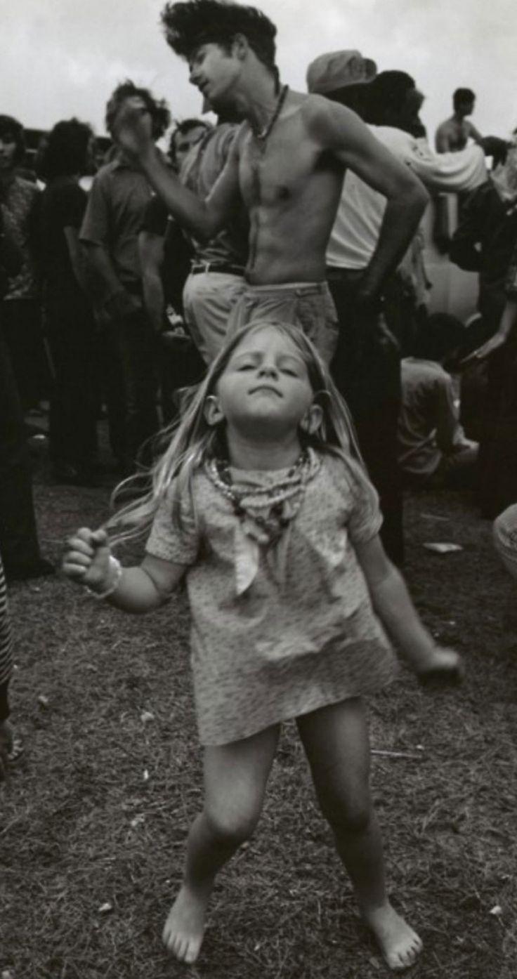 Les-filles-de-Woodstock-en-1969-mode-culture-hippie-3 Les filles de Woodstock en…