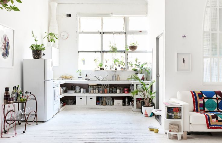 The beautiful bright studio apartment of Sydney creative Penny Lane. Photo – Eve Wilson, production – Lucy Feagins on thedesignfiles.net