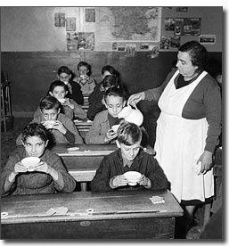 1954 : le verre de lait obligatoire à l'école ! dégoûtée du lait depuis ce temps !!