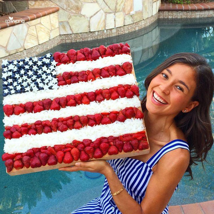 Happy 4th of July! Celebrating surrounded by love, laughs, family, friends, fruits, and veggies! Flag is strawberries, shredded jicama, blueberries, and stars are made out of cut up jicama! #4thofjuly ---------------------------------- Feliz 4 de julio! Celebrando rodeada de mucho amor, familia, amigos, frutas, y verduras! Bandera es fresas, jícama rallada, mora azul, y estrellas hechas de jícama cortada! #rawvana