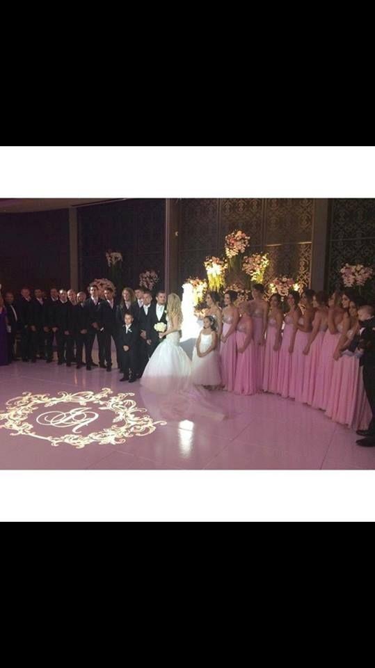 11 bridesmaids wearing pink Aylce Pairs