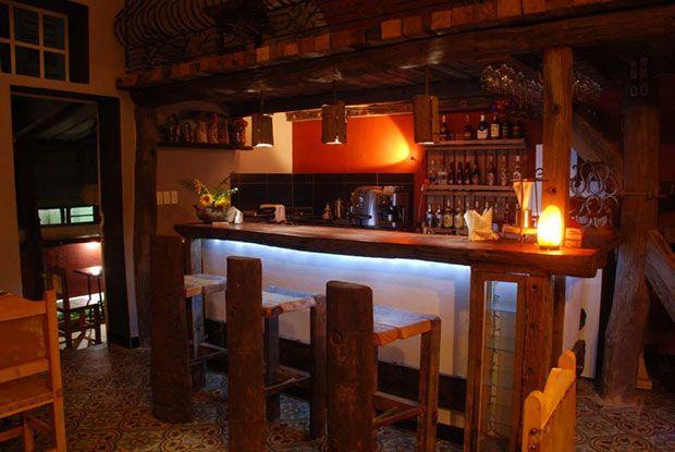 Mamainé es una cafetería acogedora y amplia, que también cuenta con una deliciosa galería de arte.Un espacio híbrido, abierto a todo tipo de público, en elque se cuida mucho la atención y la calidad de