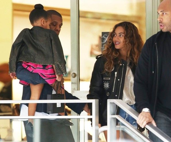 Beyonce Knowles Photos Photos - Superstar couple and proud parents Jay-Z and Beyonce take their daughter Blue Ivy shopping at Saks Fifth Avenue in Beverly Hills, California on November 11, 2014. Jay-Z and Beyonce have been out enjoying Los Angeles after recently celebrating Warner North America President Big Jon's 50th birthday. - Jay Z and Beyonce Take Blue Ivy Shopping