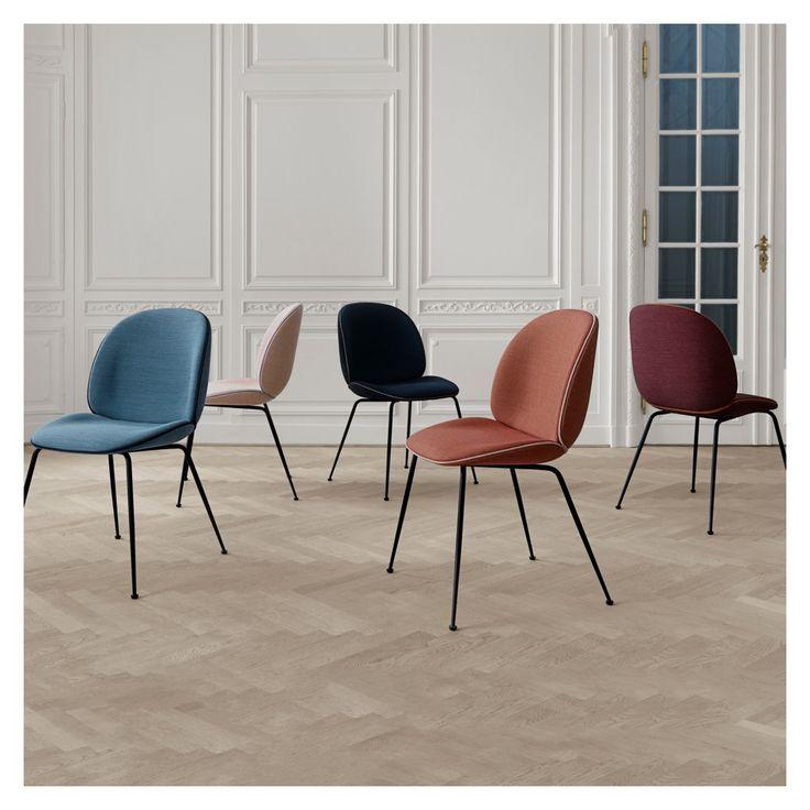 La chaise Beetle des jeunes designers Enrico Fratesi et Stine Gam, s'inspire de la forme, de la carapace et de la structure du scarabée.