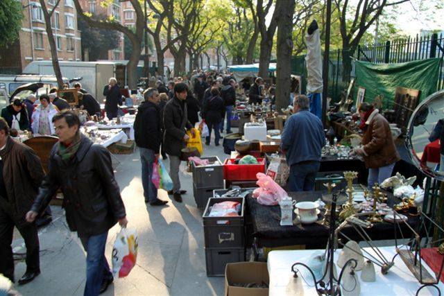 Plot: A sunny day, three early birds and a photograph. Playground? The weekend flea market at Porte de Vanves (Paris)....