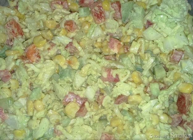 Sałatka z zupek chińskich i kapusty pekińskiej.