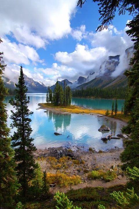 Maligne Lake, Jasper National Park, Alberta, Canada: