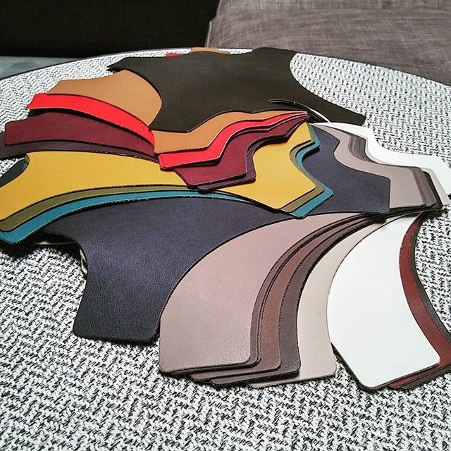 Ecopelle multicolore - scegli il tuo rivestimento in finta pelle per il tuo divano o per il tuo letto! Ecoleather multicolor - choose your sofa cover!  #divaniblues #salotti #sofas #artisans #madeinitaly #meda #milano #custom #tailored #ecopelle #ecoleather #business #export #leather #colours