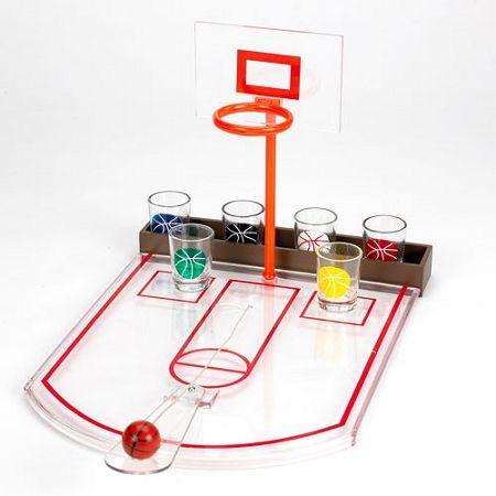Basketball Shots. Divertido juego de beber. Incluye: Tablero, pelota, y 6 shots. Convierte tu fiesta en un partido de basket, donde deberas intentar meter todos tus tiros para hacer beber a tus contrincantes.